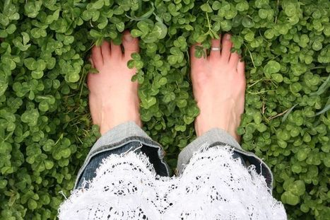 Earthing: The Benefits of Connecting with Earth's Energy - The Mind Unleashed | Energy Health | Scoop.it