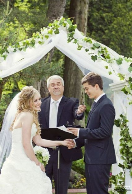 Funny Wedding Photos – Happy Friday!!!!!|Uniquely You Planning On How To Plan A Perfect Wedding | Wedding Planning | Scoop.it
