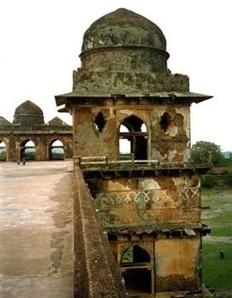 Mandu, India.... An abandoned city | Abandoned Places | Pinterest | Modern Ruins | Scoop.it