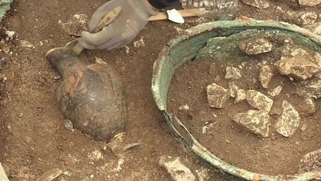 Footage from the archaeologists dig at Lavau's mystery tomb | Daily Mail Online | Histoire et archéologie des Celtes, Germains et peuples du Nord | Scoop.it