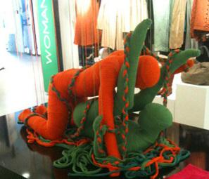On fait l'amour en tricot chez Benetton boulevard Haussmann ! | I@LEWEB | Scoop.it