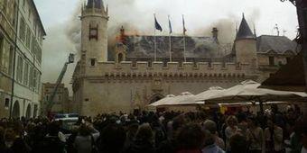 La Rochelle: important incendie à la mairie   Rhit Genealogie   Scoop.it