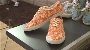 Doodling mom's design adorns colorful shoes | MarketingHits | Scoop.it