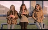 2 Personnes S'embrassent Derrière Un écran: Quand Elles Sortent Le Public Est Stupéfait | La Boîte à Idées d'A3CV | Scoop.it