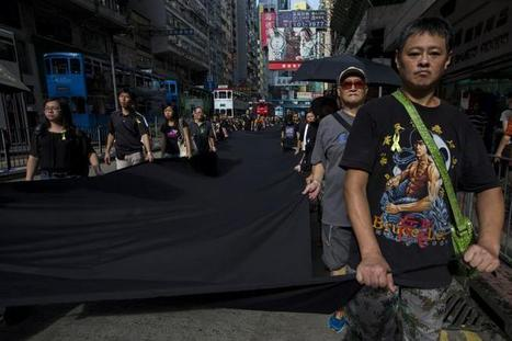 Hong Kong Democracy Activists Stage 'Black Cloth' Protest Over Limitations On Elections | Bobonline | Scoop.it