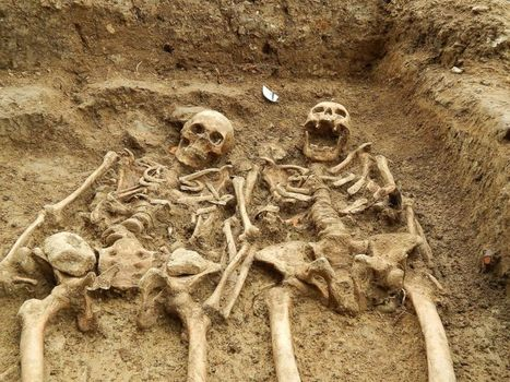 This Couple Has Been Holding Hands for 700 Years | Archaeology and the Bronze Age | Scoop.it