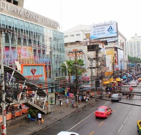 Pratunam- The 'Mecca' of Cheap Clothes in Bangkok - Teaching in Thailand   Living in Bangkok   Scoop.it