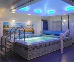 Plan maison piscine interieure idee deco mais for Deshumidificateur piscine interieur
