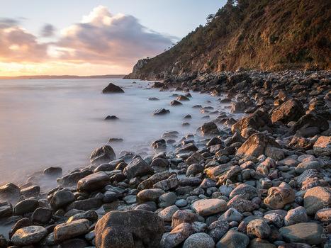 Toilapol - Bretagne - Finistère :  fin de journée au pied de la falaise (7 photos) ... © Paul Kerrien - http://toilapol.net | Revue de Web par ClC | Scoop.it