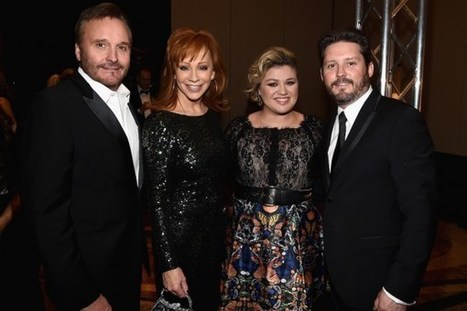 Check Out 'Grandma Reba' in Action With Kelly Clarkson's Little River | Country Music Today | Scoop.it