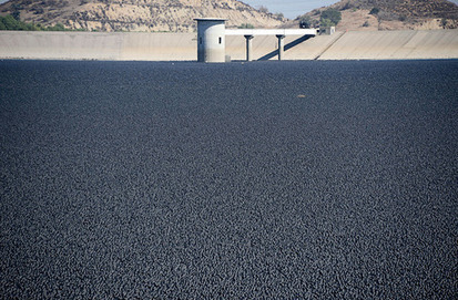 96 Million 'Shade Balls' Installed to Cover L.A.'s Reservoirs | Green & Sustainable News | Scoop.it
