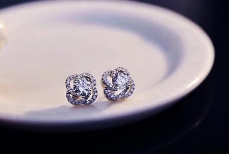 Sparkling Plum-shaped Swarovski Crystal Earrings For Girl - DearyBox | Jewellery On-line Boutique Shop | DearyBox.co.uk | Women's Earrings | Scoop.it