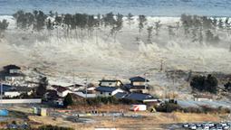 Japan quake, tsunami cause 'major damage' - World - CBC News | 2011 Japan Earthquake and its Effects | Scoop.it