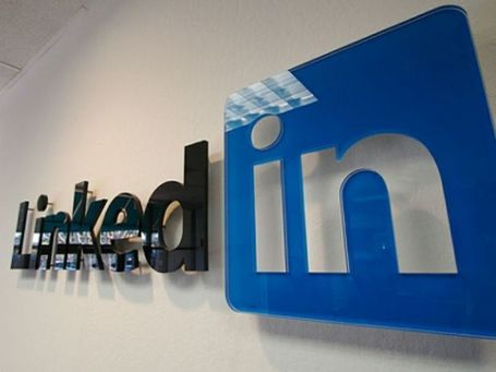 E se LinkedIn fosse poco affidabile? I manager italiani scettici verso il social network professionale | Social Media Italy | Scoop.it