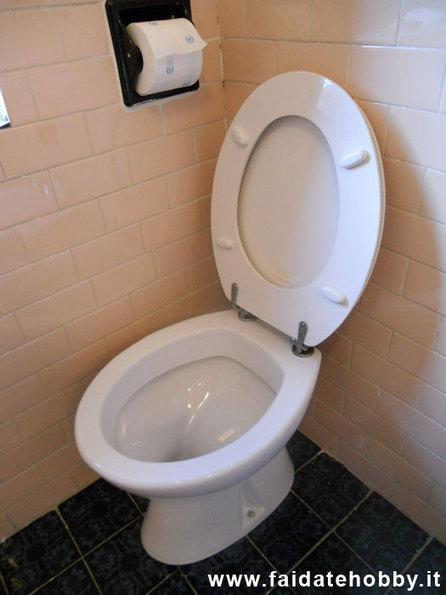 Sostituire il wc da soli