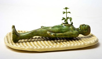 Universal Man Ceramic Planter with Tray / Dish - Grow Your Own Alien | Kitsch | Scoop.it
