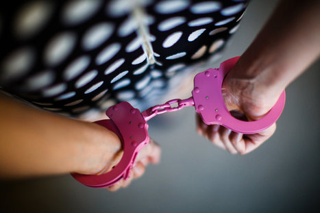 Pretty in Pink Handcuffs | Gender and Crime | Scoop.it