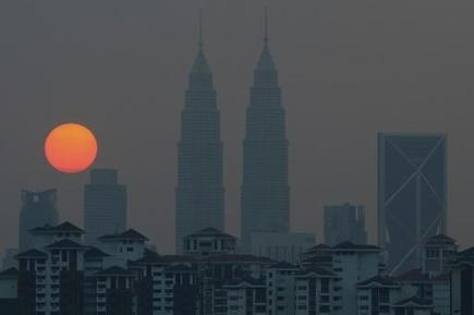 "Heatwave shuts more than 250 Malaysian schools: reports (""a new cause for no classes - heat wave!"") 