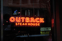 Outback Steakhouse Manager Overreacts To Spilled Beers -- But In A Good Way - The Consumerist | Storeboard Social Media & Resource Directory | Scoop.it