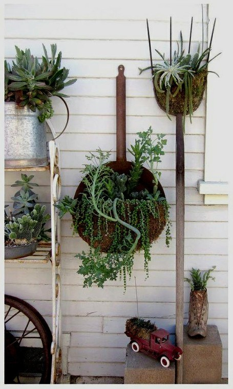A creative wall of succulents | Upcycled Garden...