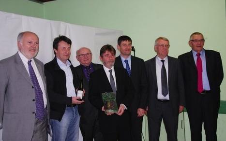 La ville de Cairanne (Vaucluse) remporte le Prix Renou 2011 ! : LYON SAVEURS | Vins de la Vallée du Rhône méridionnaux | Scoop.it