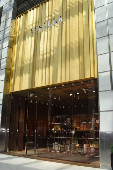 Le Silla's New Dubai Flagship has Plush Velvet Seating & Brass Accents | Le Marche & Fashion | Scoop.it