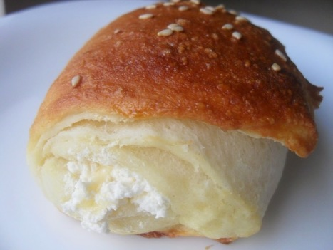 Cheesy Pillow Buns ~ ibaketoday | IBakeToday | Scoop.it