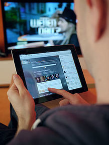 "Rethinking ""Second Screen"": Social TV & The Active Audience 