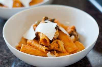 Rigatoni with Roasted Cauliflower and Spicy Tomato Sauce – Recipe | Vegetarianism | Scoop.it