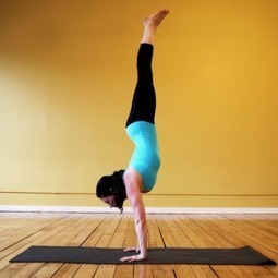 8 Yoga Poses to Help You Get Your Handstand On | Articles sur le Yoga | Scoop.it