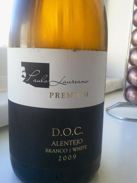 Paulo Laureano Premium Branco 2009 tu cá tu lá com uns mexil... on Twitpic   #vinhodanoite   Scoop.it