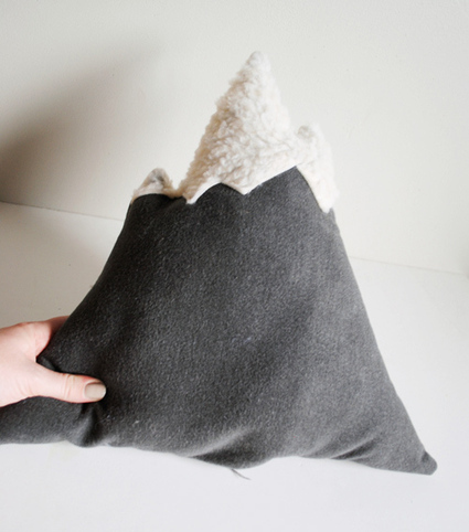 DIY Gift Series: Mountain Pillow | Design*Sponge | Du fait main & some handmade | Scoop.it