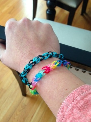 7 Ways Rainbow Looms Have Taken Over Moms' Lives (PHOTOS) | It's Show Prep for Radio | Scoop.it