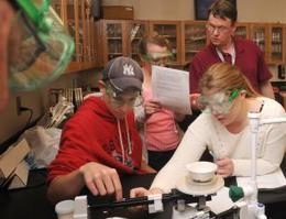 Keep the lectures at home: New 'flipped classroom' model focuses class-time on experiments in Easthampton | GazetteNet.com | ICT Nieuws | Scoop.it