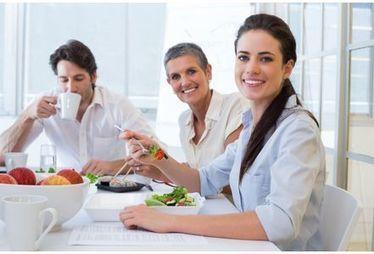 Déjeuner avec ses collègues rendrait plus performant   osez la médiation   Scoop.it