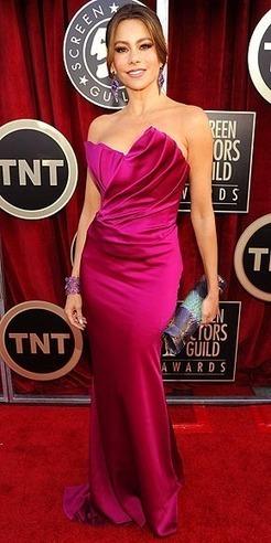 BEST DRESSED/CRAZY TECHNOLOGY:  Angelina Jolie, Emma Stone, Sofia Vergara, SAG AWARDS : People.com | TonyPotts | Scoop.it