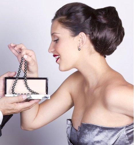 Offrir un bijou à sa partenaire : un cadeau chargé de significations - Cosmopolitan.fr | tendances bijoux 2014 | Scoop.it