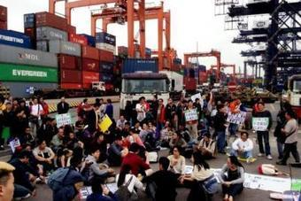 Hong Kong Dockers Claim Victory | Asian Labour Update | Scoop.it