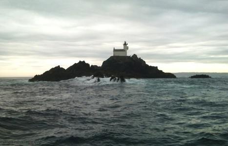 Bretagne: Abandonné depuis 100 ans, le phare maudit a un nouvel habitant | Détective de l'étrange | Scoop.it