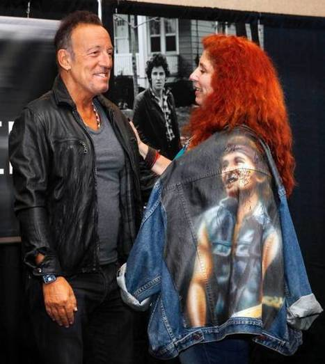 Photos : Springsteen greets fans at Freehold book event - Photo Galleries - NorthJersey.com   Bruce Springsteen   Scoop.it