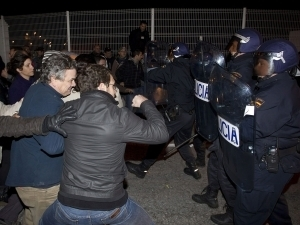 Spain general strike | Thirty-two people arrested in early hours - EITB | World News Scoop | Scoop.it