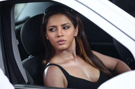 Neetu Chandra Cleavage Show 8 - Filmy Glitz   le sexsi atrici italiane   Scoop.it