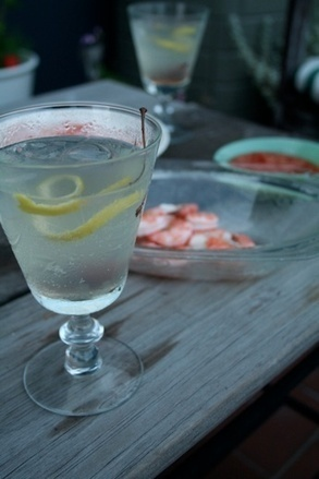 Your Video Guide to Making the Perfect Cocktail { and what to pair with it } The French 75 { paired with shrimp cocktail } | Really interesting recipes | Scoop.it