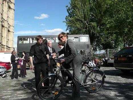 Biblioteca móvel defende o uso das bicicletas em Londres   Revitalizar espaços públicos. Imagens e textos que ilustram condições existentes e visão de comunidade, para recriar ou criar espaços amigáveis, melhorando a qualidade de vida, saúde e vitalidade econômica.   Scoop.it