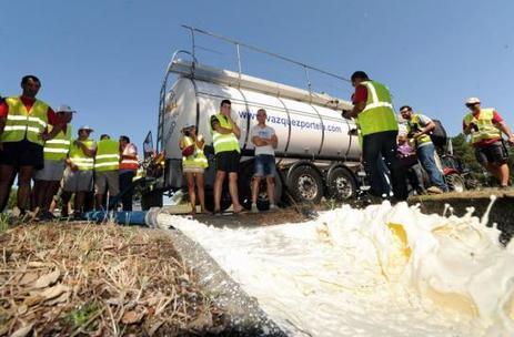 Crise agricole : dégradations à Grenoble, lait déversé dans les Landes - Le Parisien | Le Fil @gricole | Scoop.it