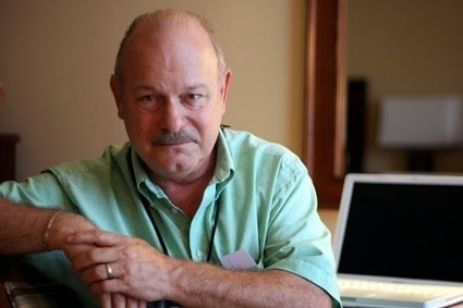 "Viagem a Andrómeda: Joe Haldeman: I looked at the two stories, and I thought, 'I can cross-fertilize these two and get an actual novel out of the situation'"" (entrevista) 