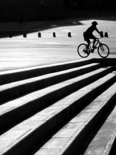Black and white street photography by Piriskoskis | Excell Inside, Outside, In Between | Scoop.it