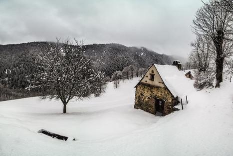 La petite maison dans la prairie ... enneigée | Hervé Delesalle | Vallée d'Aure - Pyrénées | Scoop.it