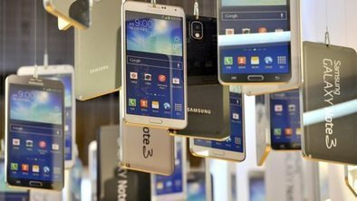 Samsung forecasts 18% fall in profit | Finance | Scoop.it