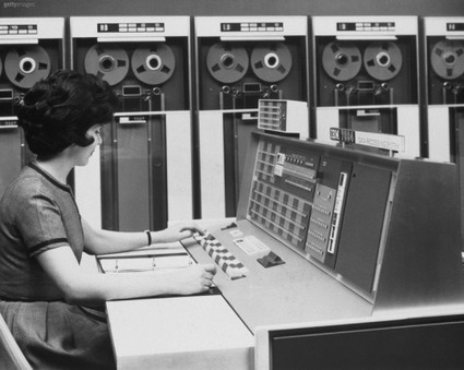Dinosaur's Pen | Woman with an IBM 7094. | MUTABOR III | Scoop.it